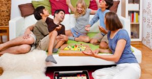 friends_board_game_win_play_together_fun
