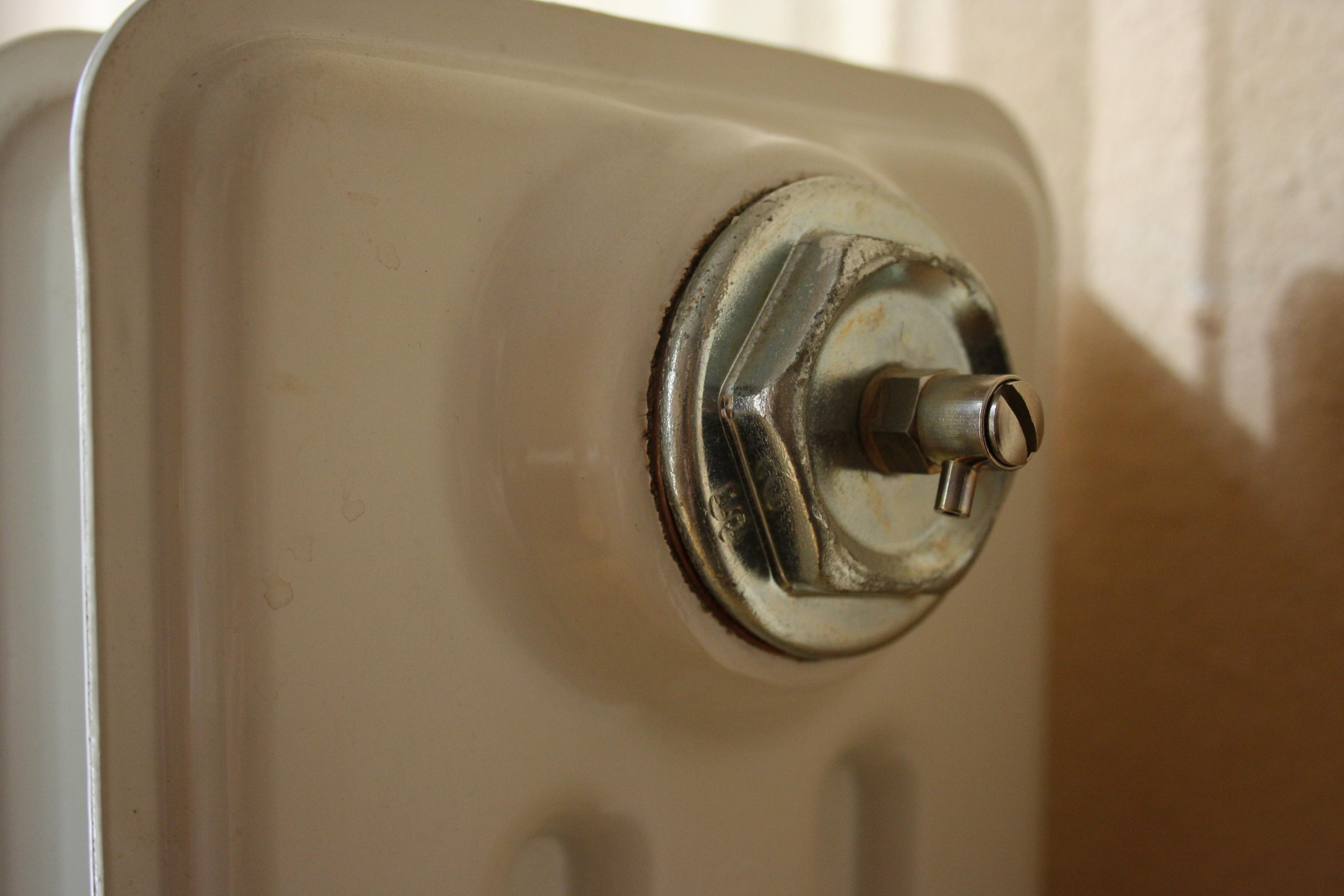 Purgar los radiadores preparar la calefacci n de nuestra for Como purgar radiadores de calefaccion